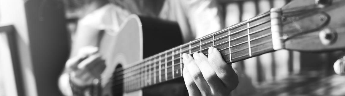 Cuidados de guitarra, Aliaga Luthier